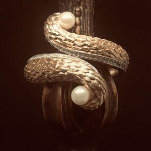 Jewelry - Vintage Gold Bracelet w/Pearls and Rhinestones